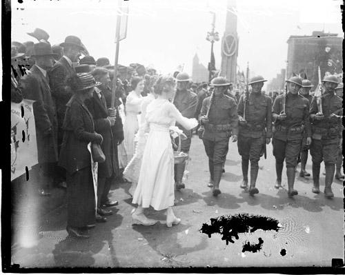 [13th Engineers Division, women welcoming home soldiers marching along street in Loop community]