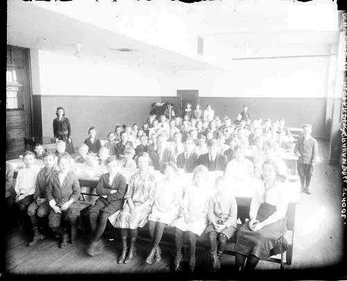 [Alexander Graham Bell School, deaf students in dining hall]