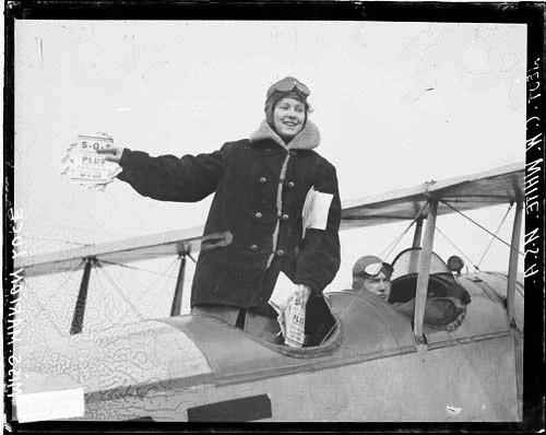 [Aviator Lieutenant C. W. White, Miss Marion White in an airplane, preparing to drop Liberty Loan circulars over Chicago]