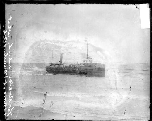 [Boston, a steamer, grounded in Lake Michigan near Kenilworth, Illinois]