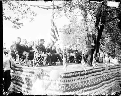 [Homewood, Illinois, presentation of the Chicago Daily News flag]