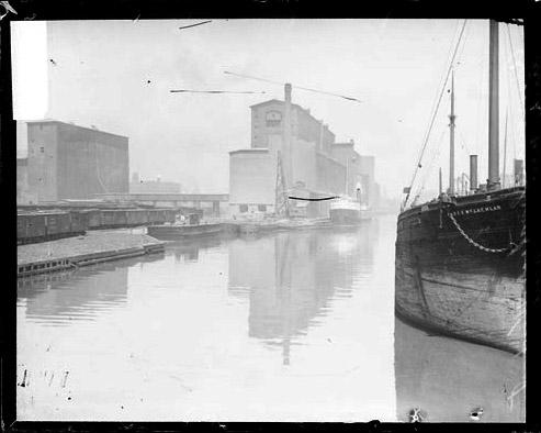 [Armour grain elevators on the Chicago River]