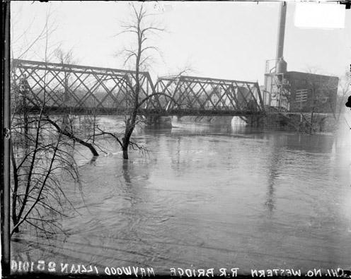 [Chicago Northwestern Railroad Bridge over the flooded Des Plaines River in Maywood, Illinois]
