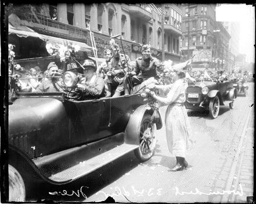 [33rd Division, Infantry, U. S. Army, wounded soldiers riding in automobile in parade, Loop community]