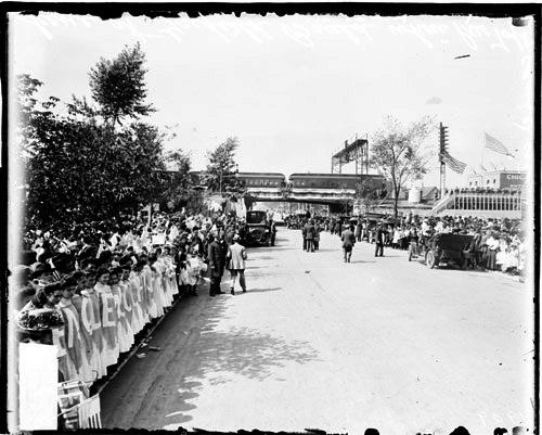 [Arrival of President Taft in Chicago, school children lining Garfield Boulevard to greet President Taft]