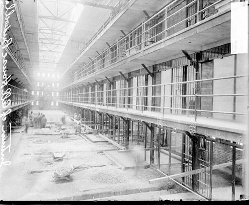ECC   [Bridewell prison, new cellhouse under construction, laborer