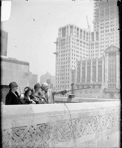 [Actor Otis Skinner, singer Sophie Tucker, Amy Leslie, and Margaret Munn of the Chicago Daily News standing at the top veranda of a building]