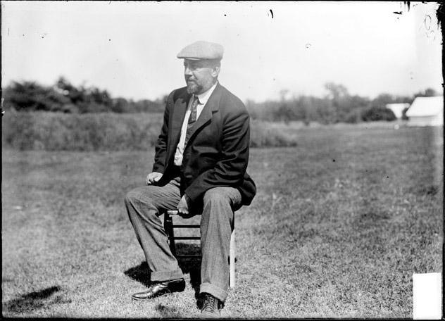 [Golfer, Heebener sitting in a chair, Glen View Club]
