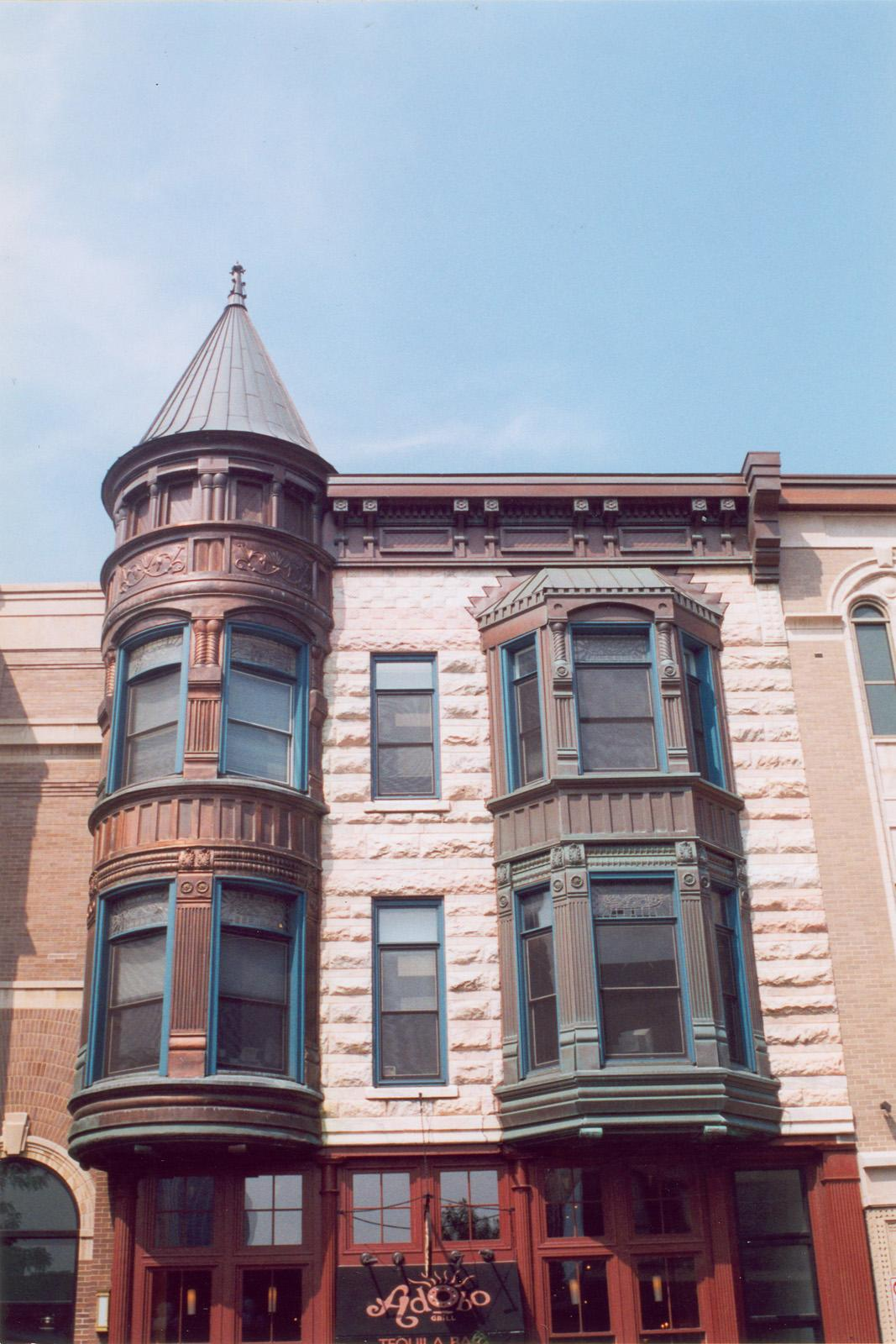 1610 N. Wells St.; Apartment; Commercial building