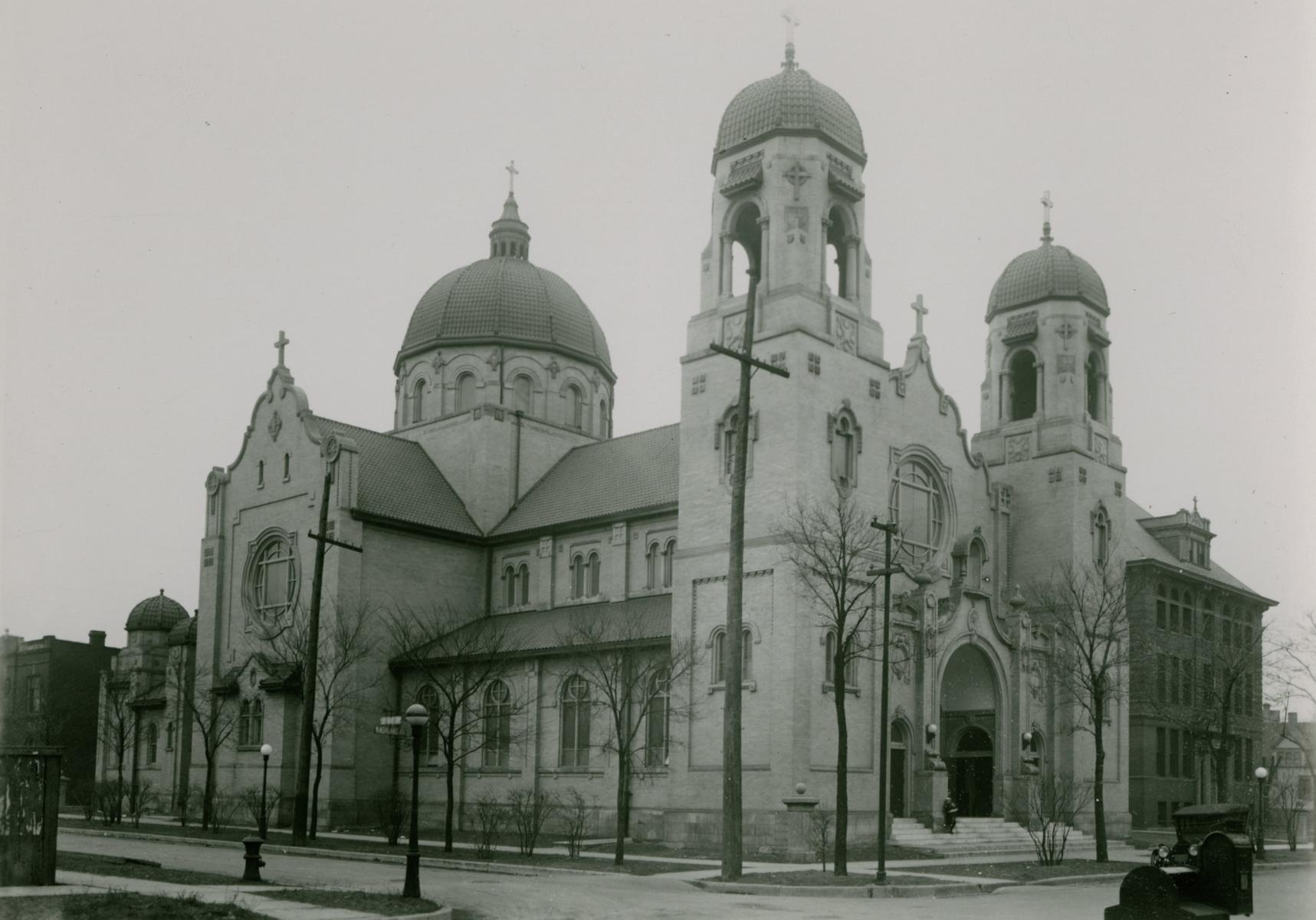 Our Lady of Lourdes Church, Chicago, between 1913 and 1914