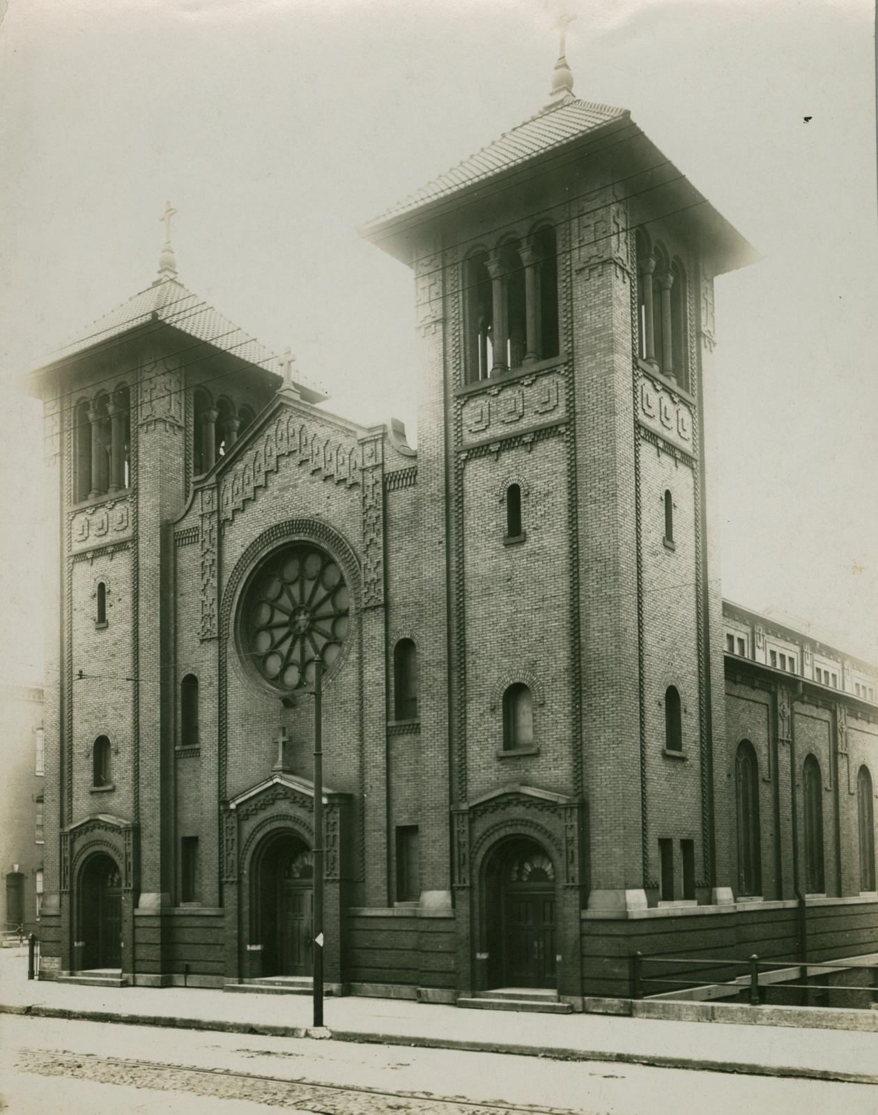 Saint Dominic's Catholic Church, Chicago, 1913