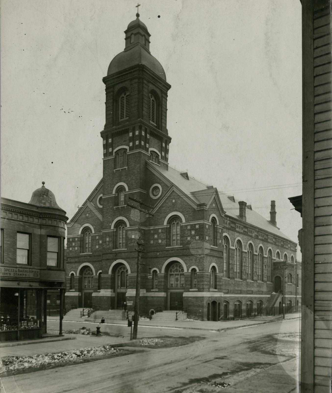 Nativity of Our Lord Catholic Church, Chicago, between 1913 and 1914