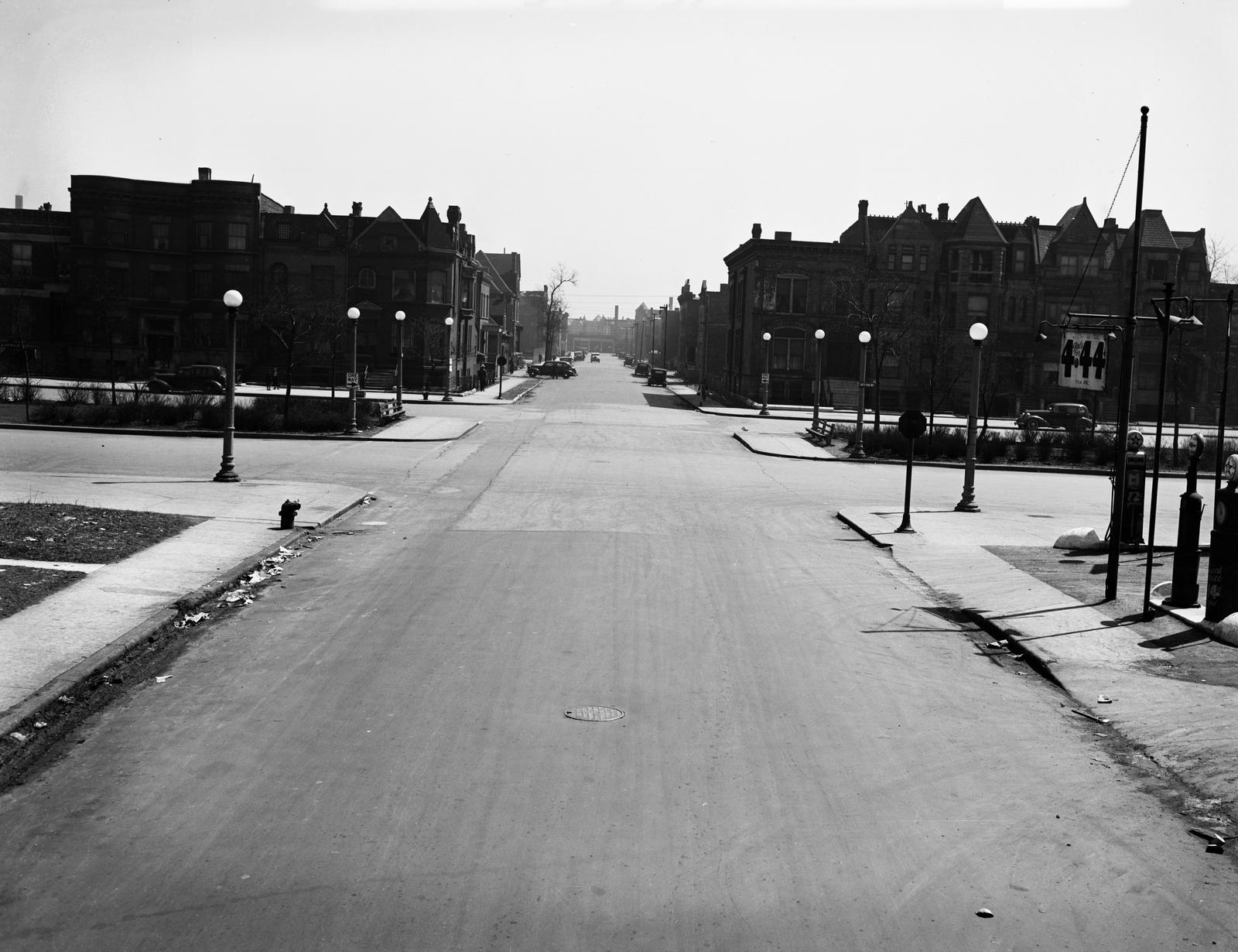 Traffic Intersection at South Parkway and 32nd Street (image 01)