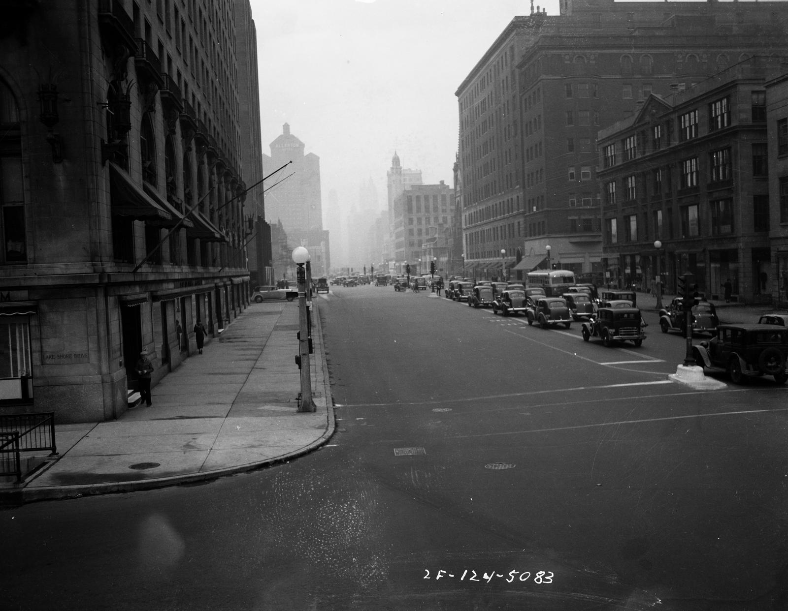 Traffic Intersection at Michigan Blvd and Oak Street (image 14)