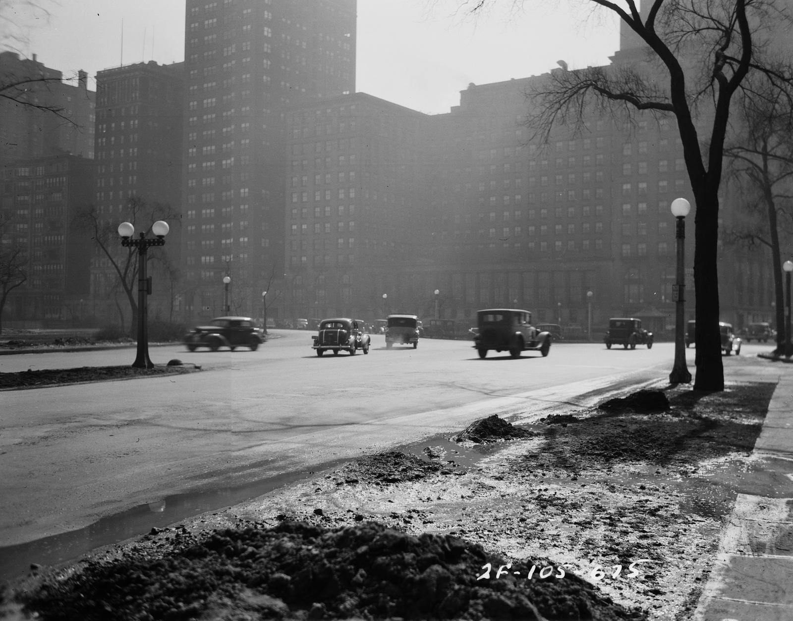 Traffic Intersection at Lake Shore Drive and Bellevue Place (image 01)