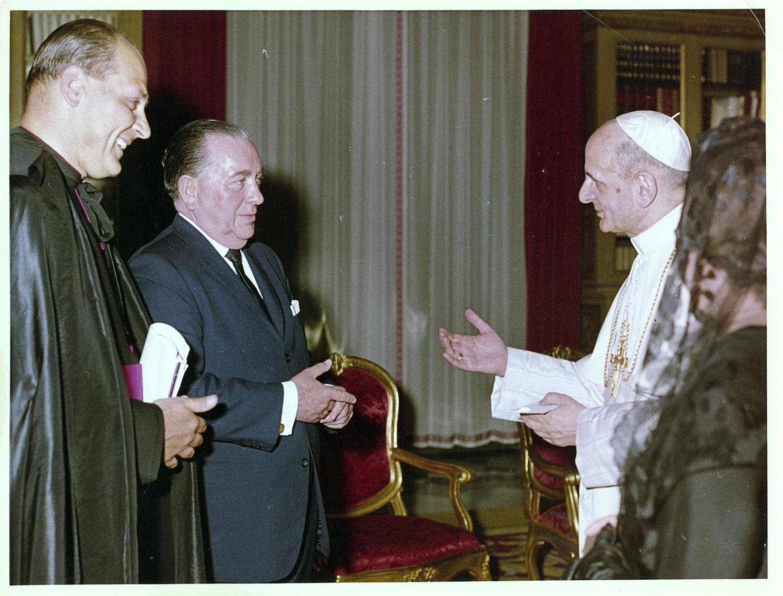 Bishop Marcinkus, Richard J. Daley, and Eleanor Daley meet with Pope Paul VI.