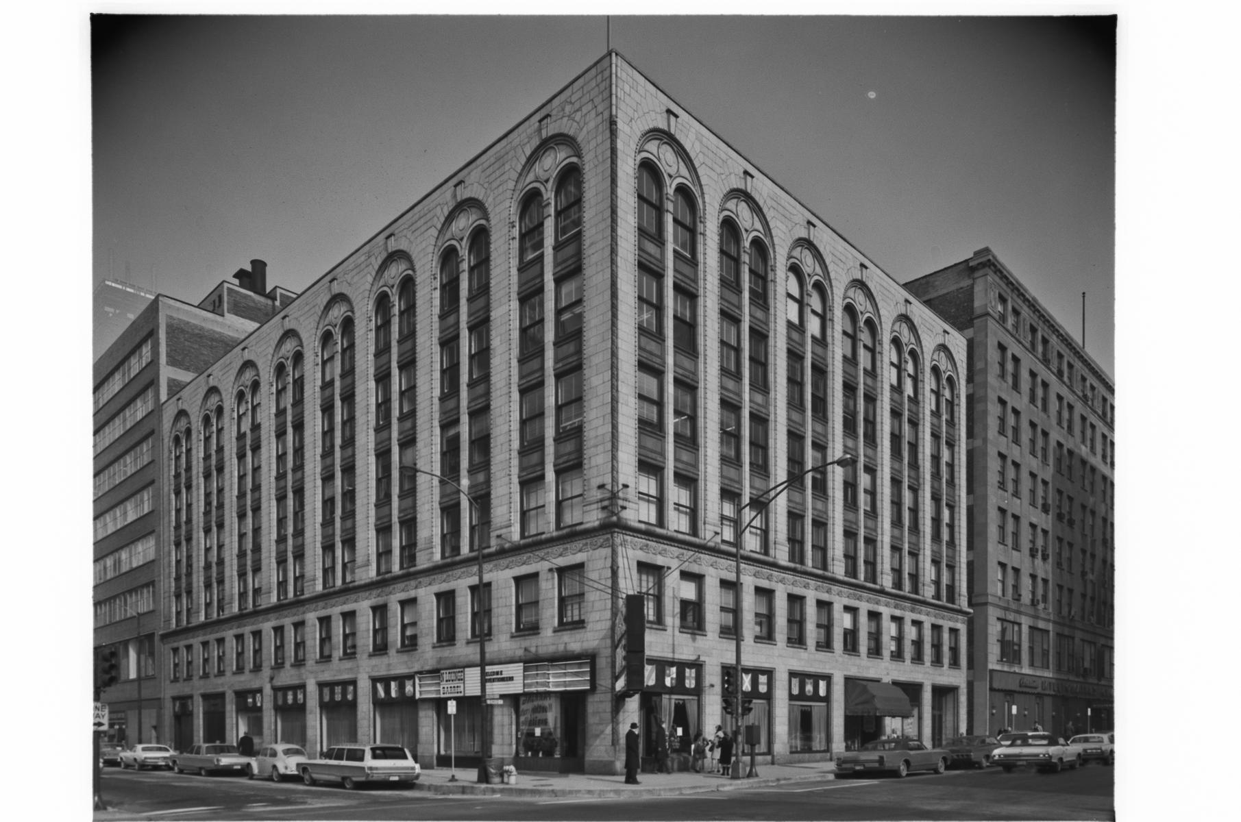 100 East Ohio Street (Ohio Street and Rush Street)