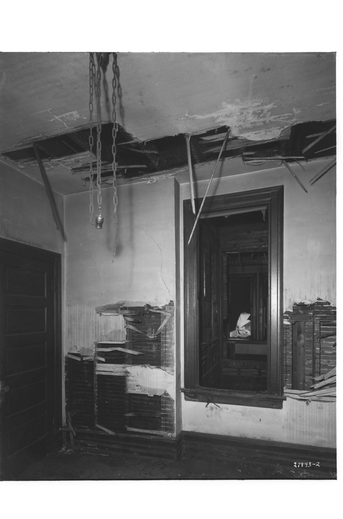 149 South Francisco Avenue, interior view